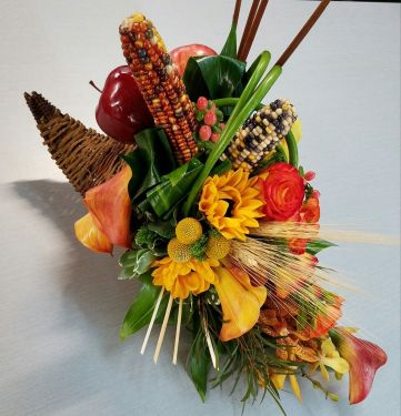 Starbright took special care to ensure that the best of autumn's colors shined in this gorgeous floral composition.