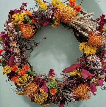 Wreaths by Starbright bring together corn and wheat to evoke of the harvest.