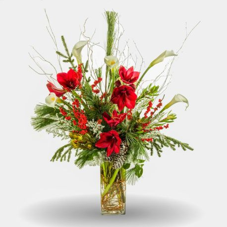 Drama and splendor through flowers make the holidays feel that much more festive.